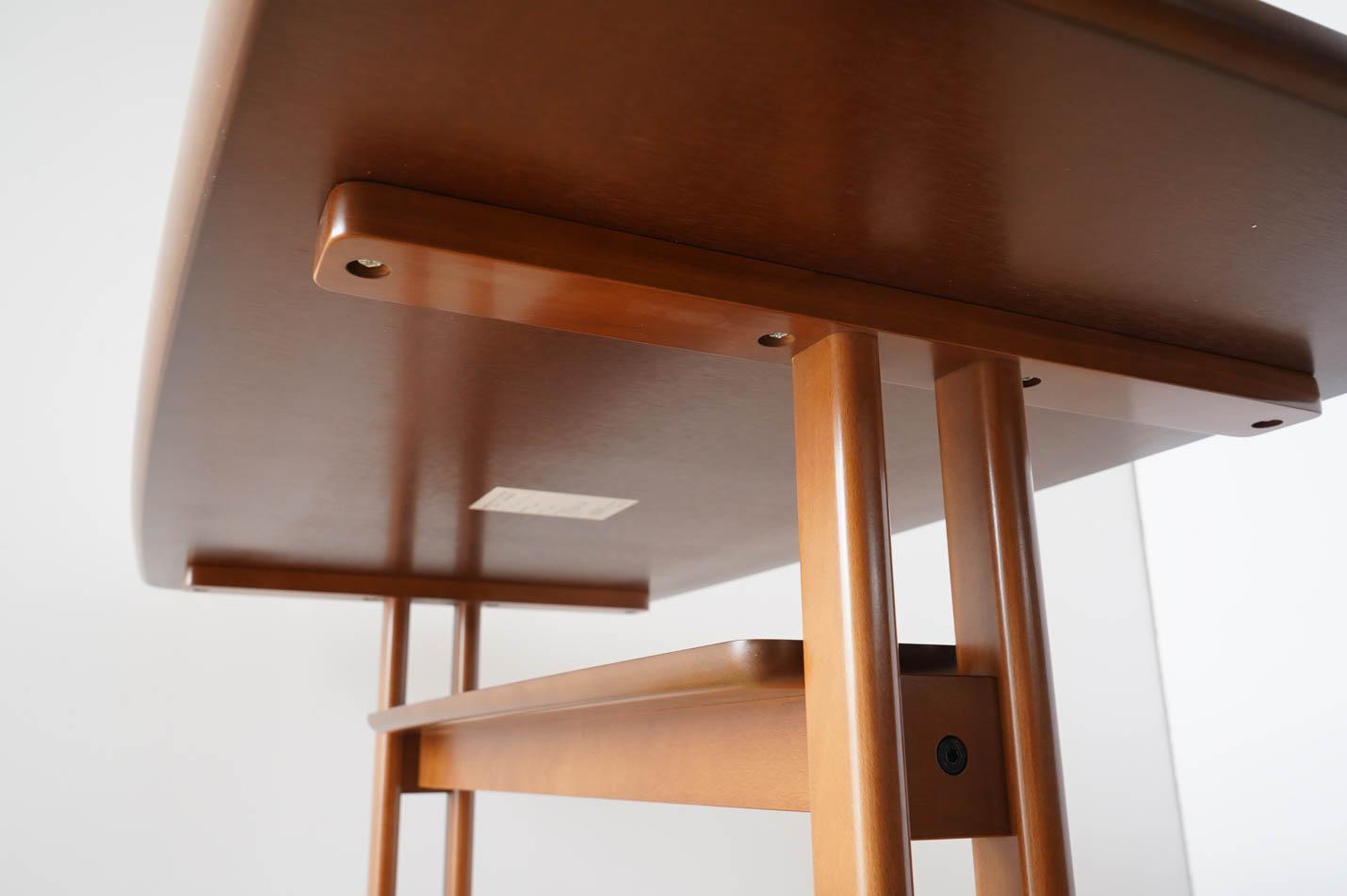 カリモク60+ カフェテーブル1200 天板と脚部の接合部