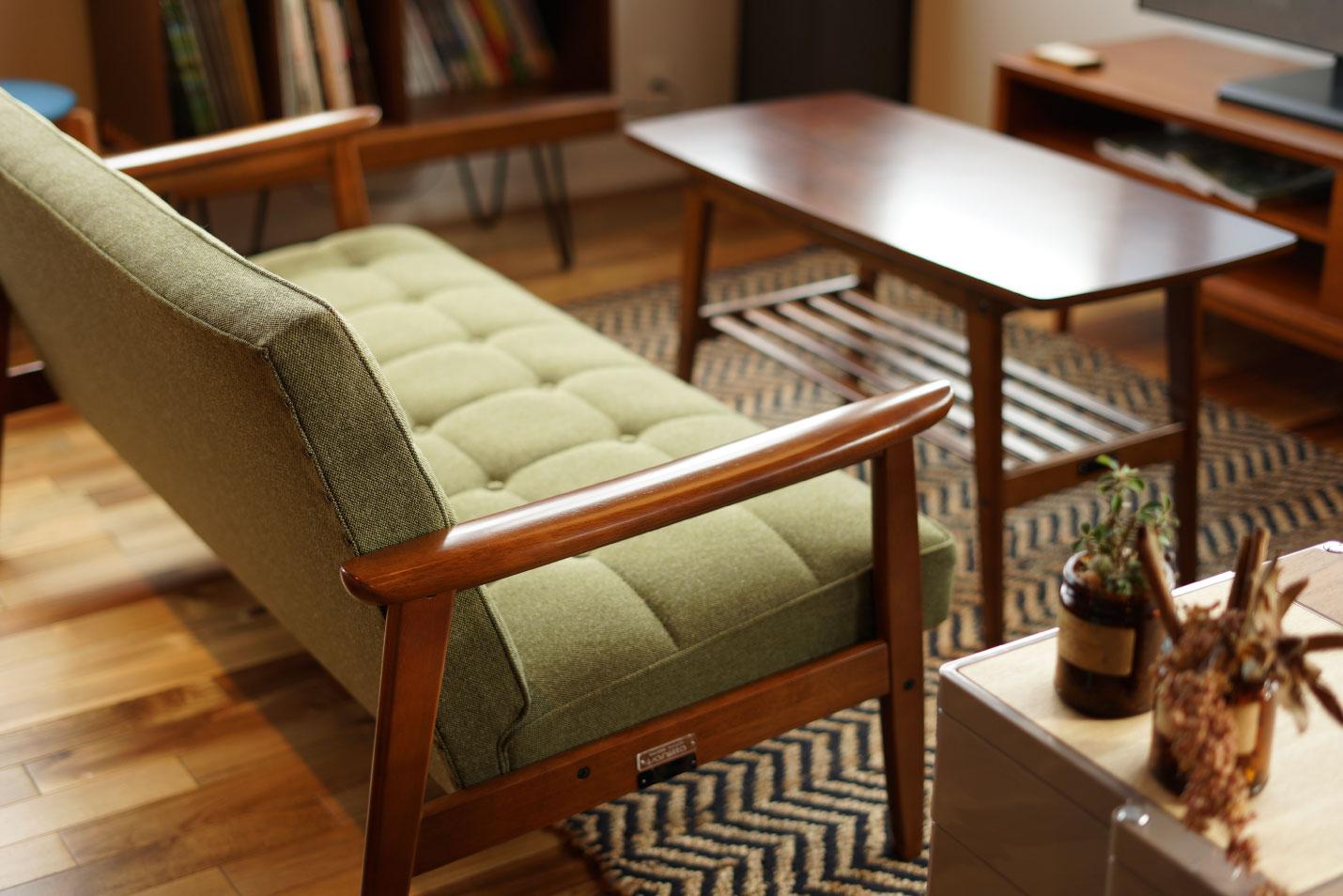 定番のブラウン系の家具とも良い組み合わせ
