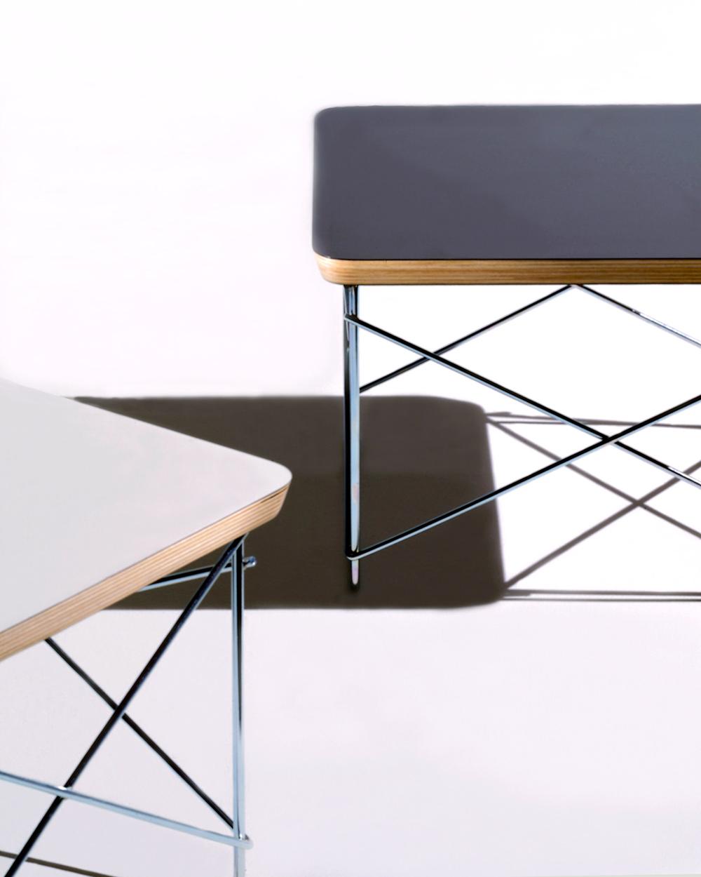 イームズLTRT ワイヤーベーステーブルの天板はブラックとホワイトの2種類