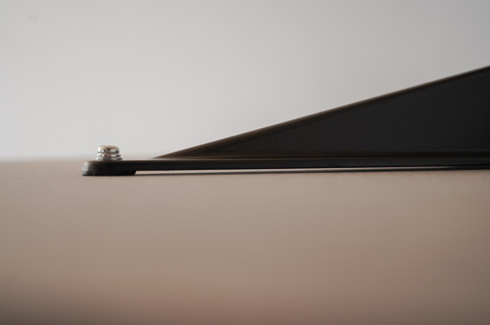 天板と脚の隙間