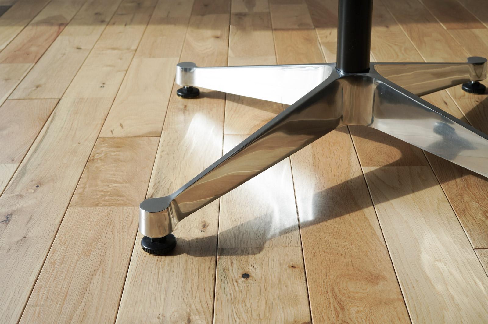 コントラクトベーステーブルの脚