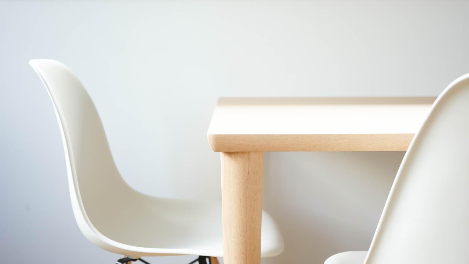 イームズDSWとカリモク60ダイニングテーブルの組合せ